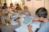 1. den - výroba pohlednic a maňáska Švejka