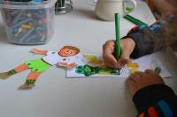 2. den - výroba papírových postaviček