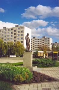 Pomník T.G.Masaryka u Žluté školy, říjen 2002