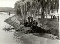Úpravy řeky Dyje při stavbě kulturního domu R.O.H. v Břeclavi, 60. léta